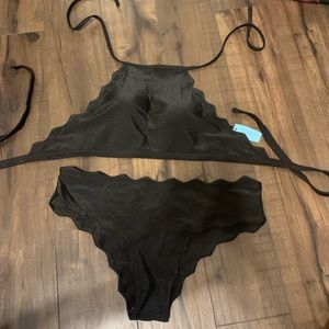 High neck scalloped bikini | NEW